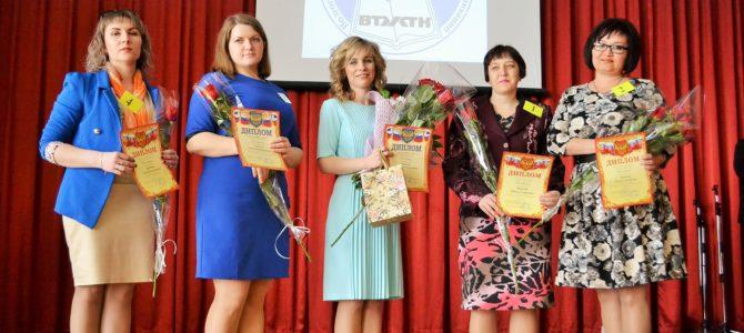 В Волгоградской области выбрали самого «Классного» классного руководителя.