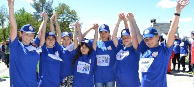 Активность, задор, обаяние! Студентки ГАПОУ «ВТЖТиК» приняли участие в празднике «Рядом по жизни»
