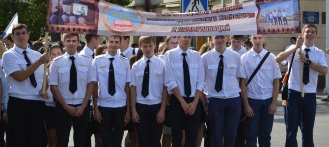Будущие железнодорожники приняли участие в параде студенчества Волгоградской области.