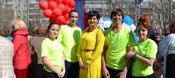 Студенты ГАПОУ «ВТЖТиК» совместно с заведующей по УПР Финаевой М. Е. приняли участие в фестивале «Пасхальная весна»