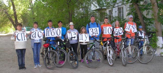 Студенты ГАПОУ «ВТЖТиК» приняли участие в районном патриотическом вело-квесте «Спасибо деду за Победу»