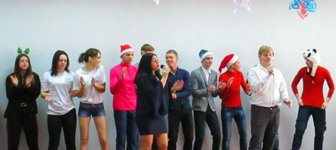 Студенты ГАПОУ ВТЖТиК поздравили социальных партнеров с Новым годом.